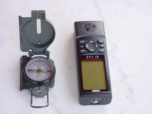 zum Angeln in Norwegen: Kompass und GPS-Empfänger