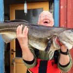 strahlender Angler mit schönem Küchendorsch