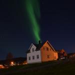 zauberhaftes Nordlicht über dem Ferienhaus in Nordnorwegen