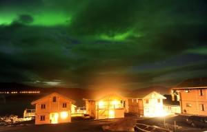 tolles Nordlicht in Mikkelvik Brygge